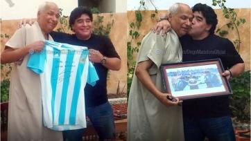 Диего Марадона встретился с арбитром, засчитавшим в 1986-м его легендарный гол рукой