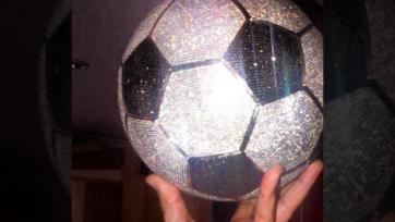 Карим Бензема купил мяч за 250 тысяч долларов