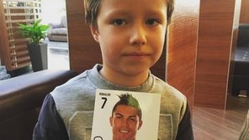 Криштиану Роналду подарил фото с автографом сыну Широкова