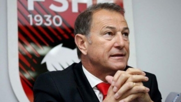 Джанни Де Бьязи получил медаль от президента Албании