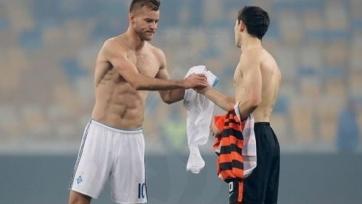 Ярмоленко бросил футболку Степаненко на газон