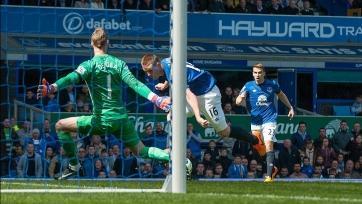 Джеймс Маккарти выводит Эвертон вперёд уже на пятой минуте матча, состоявшегося 26-го апреля 2015-го года