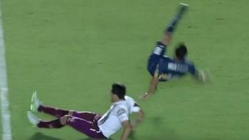 На Карлосе Тевесе грубо сфолили в полуфинале Кубка Аргентины (видео)