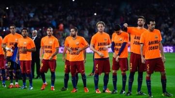 Игроки «Барселоны» поддержали Йохана Круиффа оранжевыми майками с сообщением «Не унывай, Йохан»