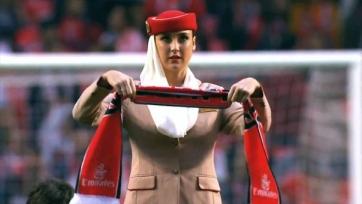 С приветом из Португалии. Стюардессы устроили шоу перед матчем «Бенфики» (видео)