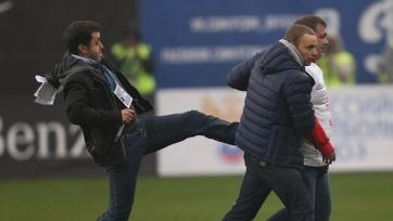Болельщик прорвавшийся на поле в матче «Динамо» - «Спартак», упал с высоты трёх метров