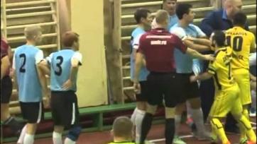 Игрок мини-футбольного клуба «Вираж» за удар арбитра дисквалифицирован на два года (видео)