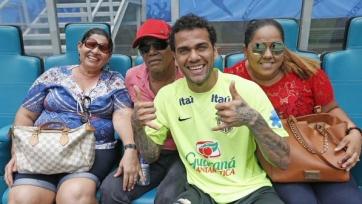 Дани Алвес разочарован критикой в адрес бразильской сборной