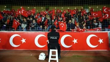 Турецкие фанаты свистели во время минуты молчания