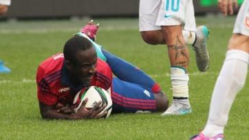 Сейду Думбия пытается подготовиться к матчу с «Вольфсбургом»