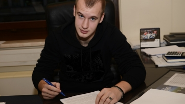 Официально: Александр Каляшин продлил контракт с «Динамо»