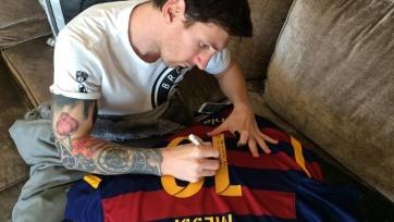 Лионель Месси подарил Роналдиньо свою футболку