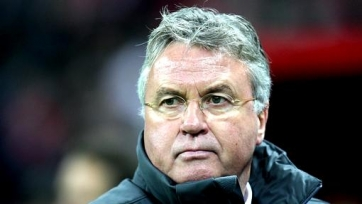 Хиддинк ещё не ответил согласием на предложение «Челси»