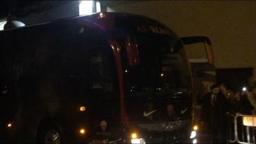 Фанаты «Ромы» закидали командный автобус куриными яйцами