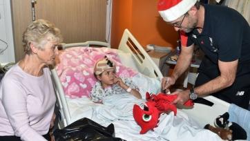 Футболисты «Ливерпуля» посетили одну из городских больниц (видео)
