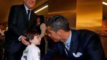 Роналду встретился с мальчиком из Ливана, который потерял обоих родителей в результате теракта