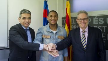 «Барселона» объявила об аренде Роберта Гонсалвеша
