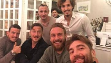 Даниэле Де Росси отпраздновал свадьбу с коллегами по команде, после чего получил травму