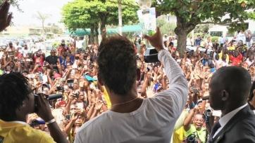 Пьер-Эмерик Обамеянг торжественно прилетел в Габон