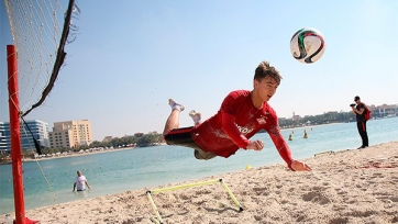 «Спартак» провёл необычную тренировку на песке (видео)