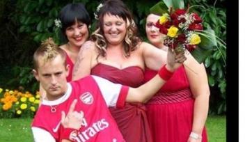 Фанат «Арсенала» сыграл свою свадьбу в клубной футболке