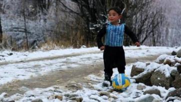 Лионель Месси встретится с мальчиком, смастерившим его футболку из пластикового пакета
