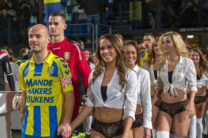 «Ты никогда не будешь один». Какими услугами заманивают зрителей на стадион в Голландии