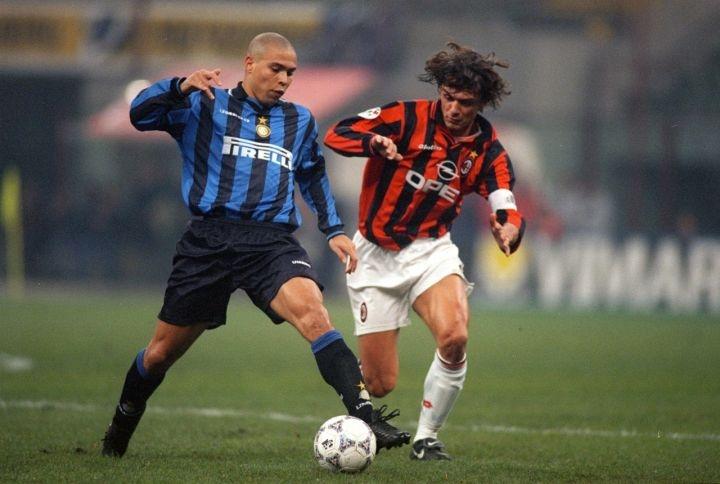 Роналдо: «Милан» настойчиво приглашал к себе, а «Интер» отвернулся от меня»