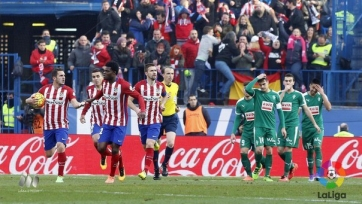 «Атлетико» взял три очка в матче с «Эйбаром»