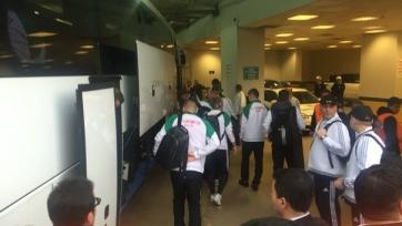 Фанаты «Фенербахче» бросили несколько камней в автобус с болельщиками «Локомотива» и игроками клуба (видео)