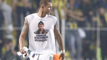 После матча с «Фенербахче» Тарасов продемонстрировал футболку с Путиным