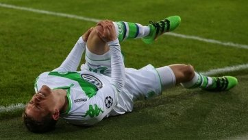 Защитник «Вольфсбурга» Юнг выбыл из строя минимум на полгода