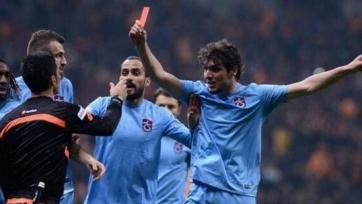 Показавший красную карточку арбитру игрок «Трабзонспора» дисквалифицирован на три игры
