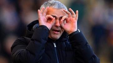 Жозе Моуринью намерен пригласить в «Манчестер Юнайтед» пятерых защитников