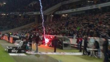 Фанаты «Вольфсбурга» запустили ракету в скамейку запасных «Ганновера»