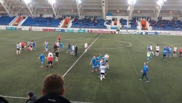 Арбитр матча «Сибирь» - «Торпедо» назначил три пенальти, встреча закончилась дракой (видео)