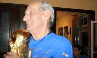 Даниэле Де Росси положил медаль за победу в ЧМ-2006 в гроб бывшего администратора итальянской сборной