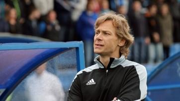 Валерий Карпин: «В Армавире стадион маленький, что сижу у поля, что на трибуне – разницы никакой»