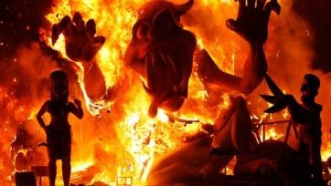 Болельщики «Валенсии» сожгли чучело Гари Невилла