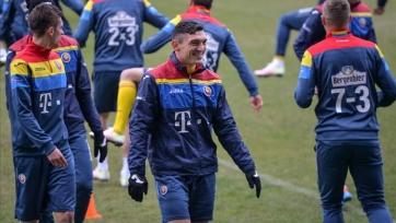 Почему игроки румынской сборной вместо номеров используют уравнения?