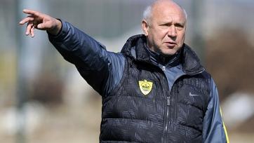 Старший тренер «Анжи» остался без работы