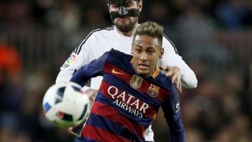 Неймар бросил бутылку с водой в игрока «Валенсии»