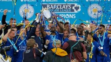 «Лестер» получил трофей за победу в чемпионате Англии