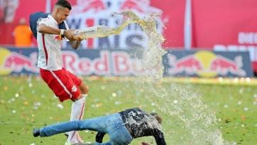 Наставник «РБ Лейпциг» получил травму, когда праздновал выход команды в Бундеслигу (видео)