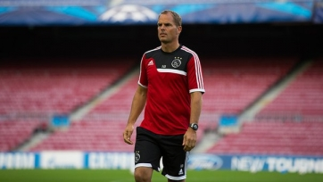 Официально: Франк де Бур покинул пост главного тренера «Аякса»