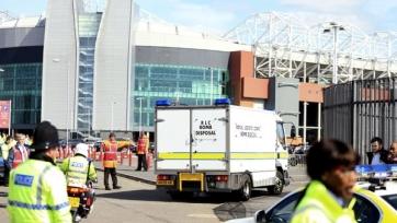 Полиция Манчестера произвела контролируемый взрыв, ликвидируя бомбу на «Олд Траффорде»