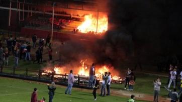 Болельщики «Эскишехирспора» устроили большой пожар на стадионе (видео)