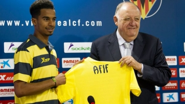 «Вильярреал» представил нападающего сборной Катара