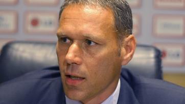 Ван Бастен предлагает отменить офсайды