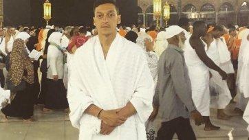 Месут Озил посетил Мекку и совершил обряд хаджа